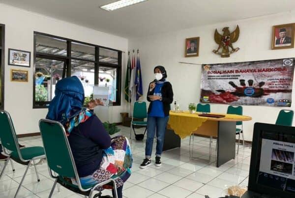 Mengenalkan Bahaya Narkoba kepada karang taruna kelurahan Sukamiskin Bandung